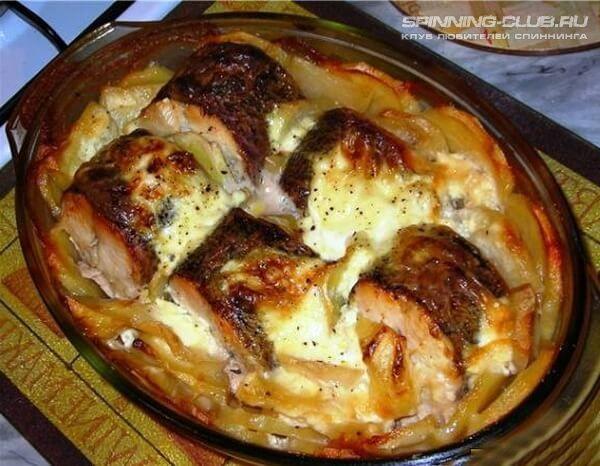 Запеченная щука с картофелем