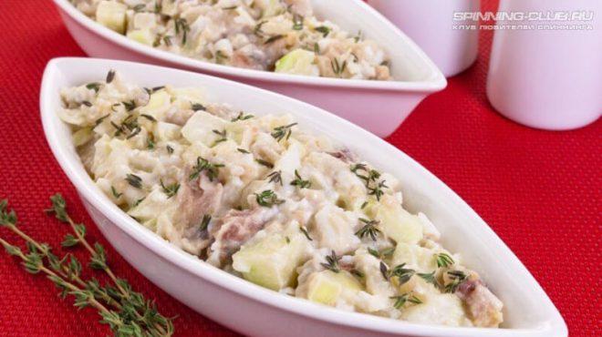 Салат из копченого судака на скорую руку