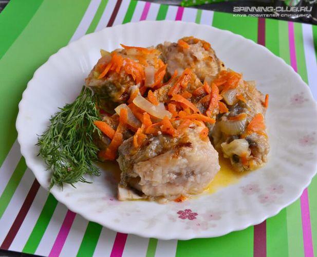 Рецепт сома тушеного с луком и морковью