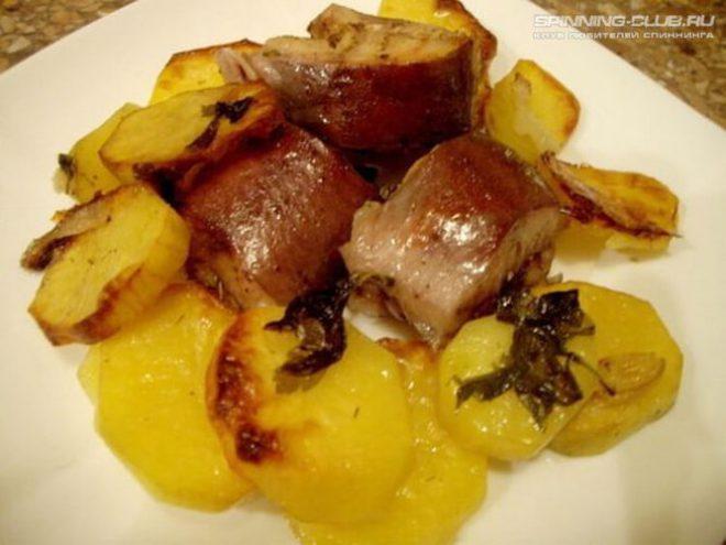 Готовим сома в духовке с картошечкой