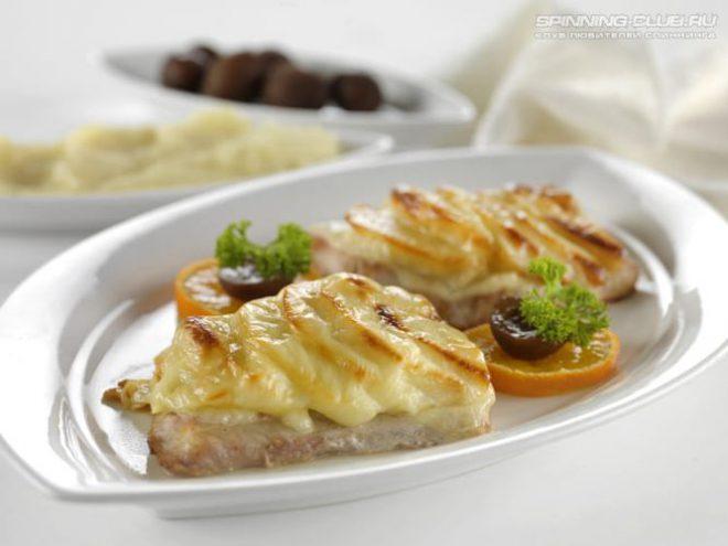 Запеченное филе сома под сыром
