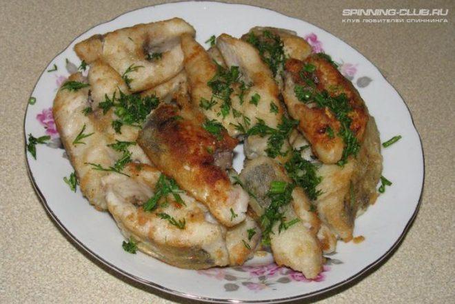 Готовим жареного судака на сковородке с луком вкусно